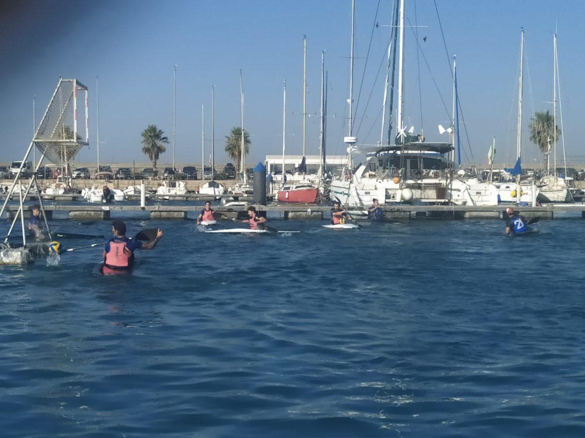 Un total de 16 deportistas se dan cita en la primera concentración masculina absoluta de kayak polo tras el confinamiento