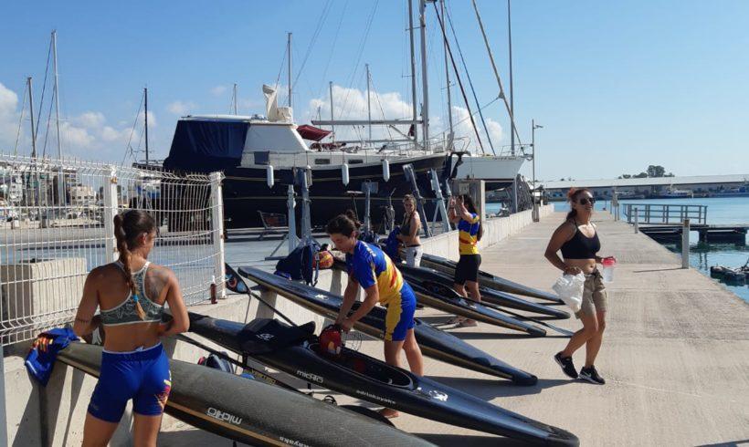 El equipo autonómico femenino de kayak polo se concentra de nuevo tras el confinamiento en la Marina Burriananova