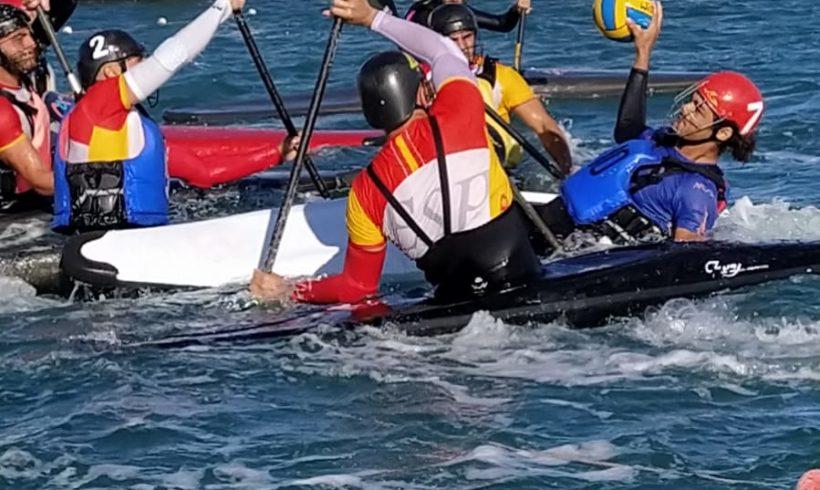 Los valencianos Javier Arego, Pablo García y David Beltrán participan en una concentración de la selección nacional sub-21 de kayak polo