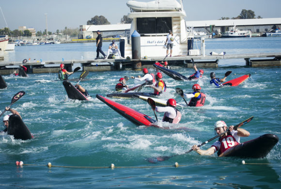 Cinco jugadores valencianos participan en concentración en Burriana de la selección española masculina de kayak polo